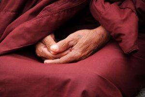 Mains en méditation